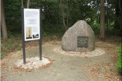 Gedenkstein und Tafel